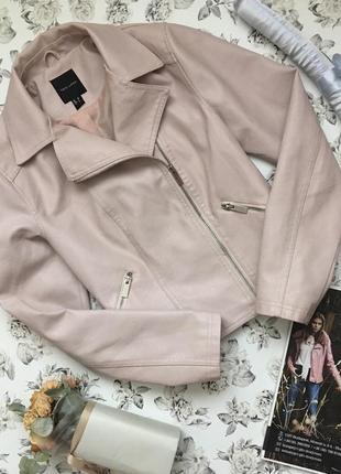 Куртка косуха пудрового цвета. экокожа