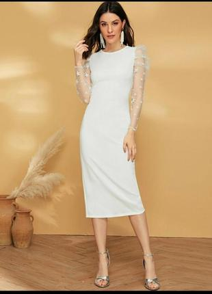 Белое платье с рукавами в сеточку