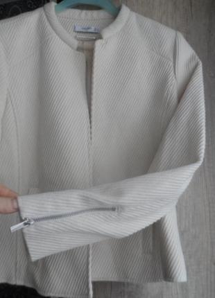 Mango ,классный пиджак,р.с,новый.
