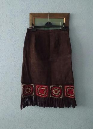 Костюм в этностиле из кожи юбка и жилетка с бахромой rene derby
