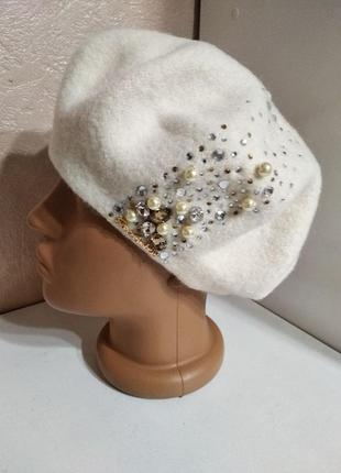 Стильный женский качественный шерстяной белый берет с декором камнями, жемчугом, стразами