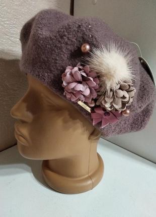 Стильный женский качественный шерстяной берет с декором с цветами мехом камнями