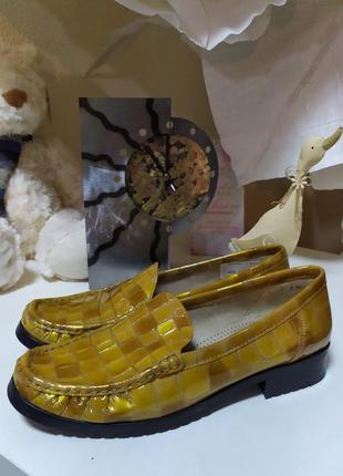 Кожанные полностью фирменные туфли -макасины