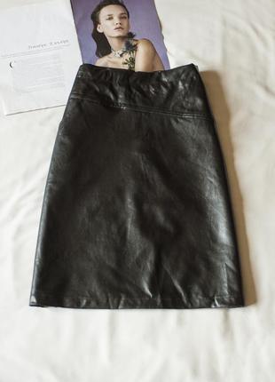 Суперская черная юбка из эко кожи (германия), размер м