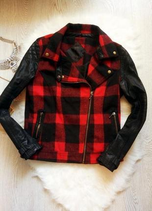 Куртка косуха черная в красную клетку кожзам теплая шерсть кожанка короткая цветная