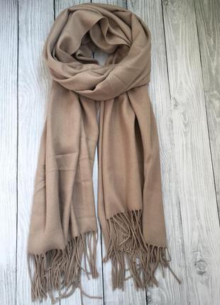 Стильный шарф-палантин в бежевом цвете