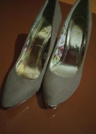 Туфлі з каблуком (ізраїль)