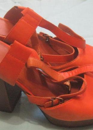 Босоножки женские на каблуке оранжевые. 39р-р. vagabond.
