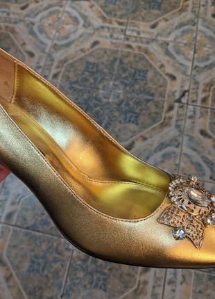 Праздничные кожаные туфли uterqüe золото кожа