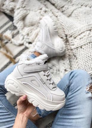 Стильные женские кроссовки на платформе зимние на липучке тёплые