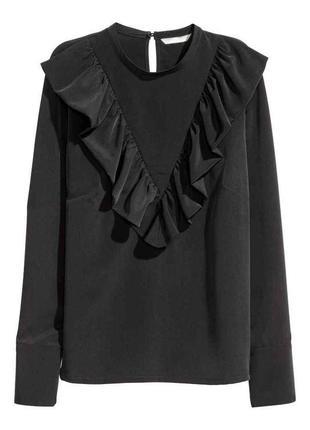 Классическая черная блуза с воланами от h&m