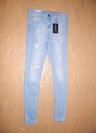 Узкачи рваные джинсы emulate