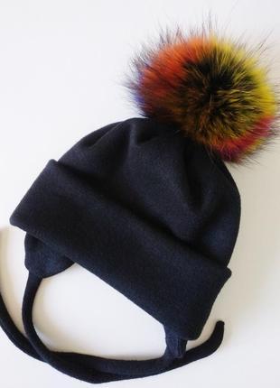 Шапка зимняя с натуральным меховым помпоном.