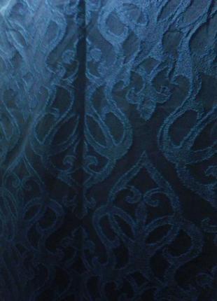 Штори  темно синего цвета плотние теснений узор в тон ткани в 220 см, ш 140 см