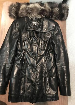 Кожаная куртка осень зима с мехом енота