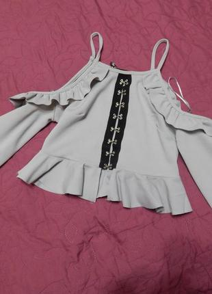 Топ блуза с воланами на рукавах