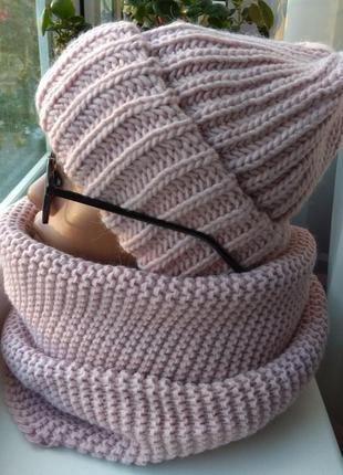 Модный новый комплект: шапка на флисе и хомут, розовая пудра