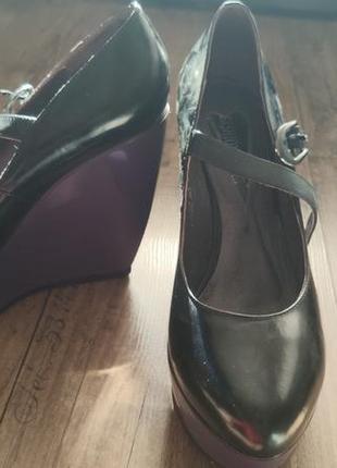 Классные  кожаные туфли на платформе
