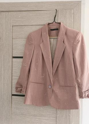 Пудровый пиджак жакет