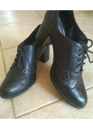 В наличии - закрытые туфли на шнурках и удобном каблуке *new look* 39 р. - натур.кожа!!
