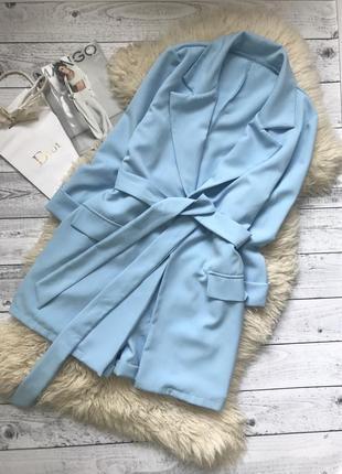 Костюм брючный голубой удлиненный пиджак шорты