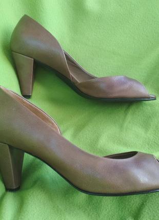 Отличные деловые туфли бля бизнес-леди