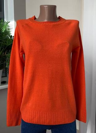 Оранжевый свитер