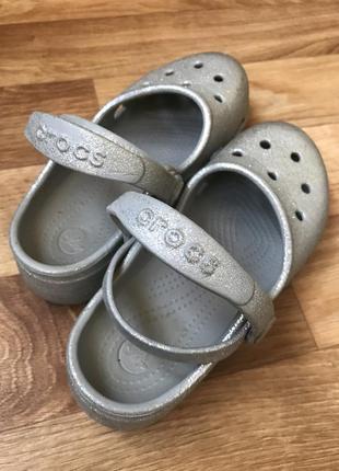 Серебряные кроксы crocs