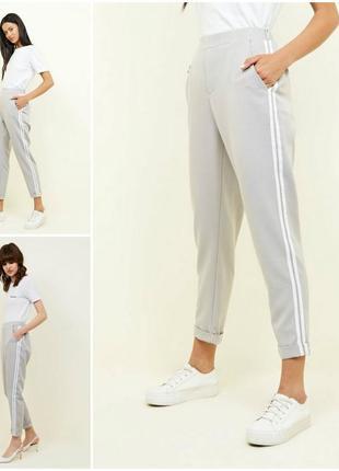 Стильные трендовые брюки с лампасами