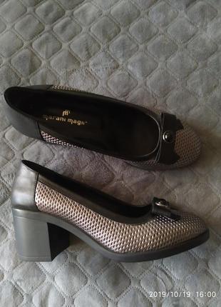 Элегантные кожаные туфли на устойчивом каблуке
