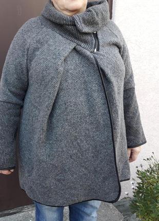 Шикарное шерстяное пальтишко свободного покроя