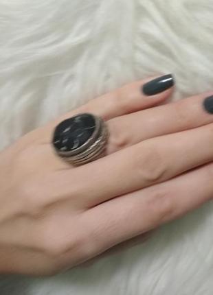 Массивное кольцо перстень примерно 17,5-18