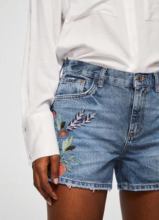 Стильные шорты с вышивкой. бренд манго ,mango.