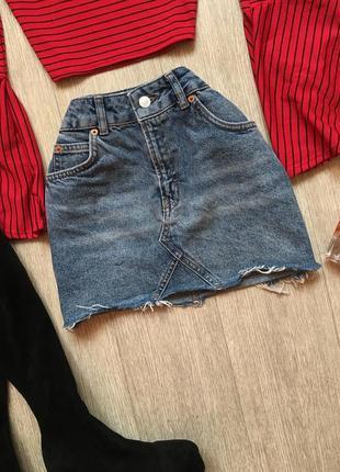 Трендовая джинсовая юбка на невысокий рост