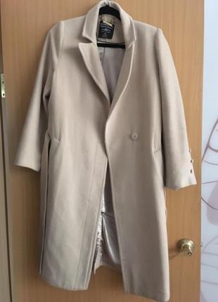 Теплое бежевое пальто