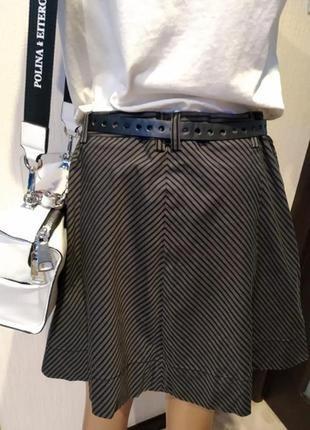 Брэндовая мини юбка трапеция серая