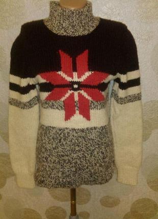 Красивый шерстяной свитер  hugo boss