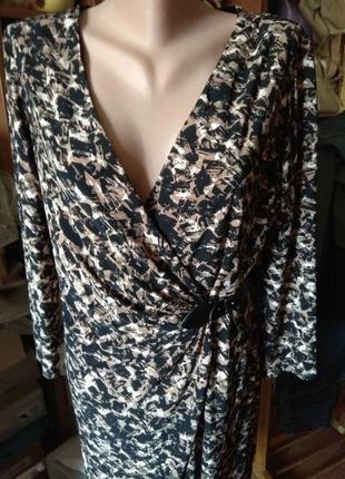 Платье с запахом ,драпировкой и оригинальной пряжкойой