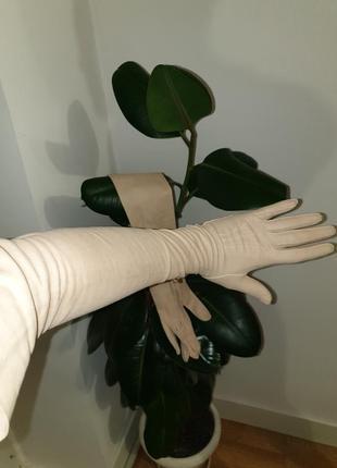 Высокие кожаные перчатки