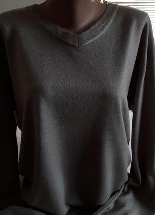 Фирменньій свитер. 54-56р
