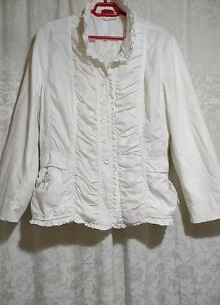 Bugarri . белая куртка, пиджак 7 размер.