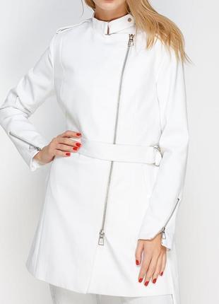 Стильное белое пальто косуха stradivarius / s / l