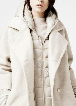 Куртка пух пуховик молочная белая под пальто с капюшоном стеганая