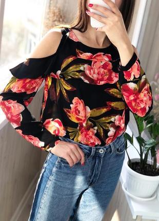 Новая чёрная блуза в цветы с открытыми плечами