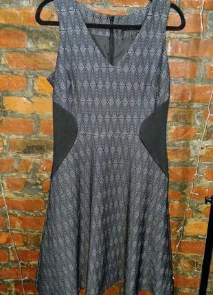 Платье трапеция а-силуэта с контрастными вставками моделирующими фигуру next