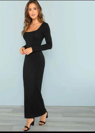 Черное облегающее платье-макси с вырезом каре