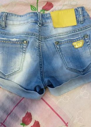 Джинсовые шорты, низкие шорты.
