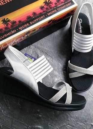 Skechers оригинал белые босоножки на танкетке и платформе бренд из сша