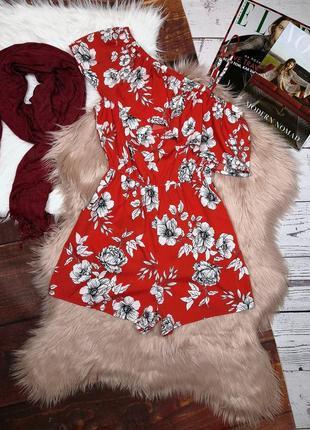 Красный ромпер комбинезон в цветы на одно плечо