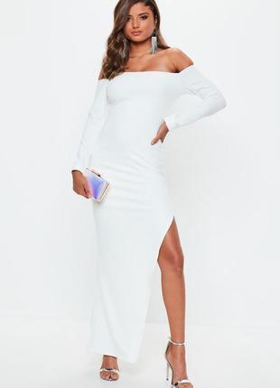 Вечернее платье бандо с рукавами белое